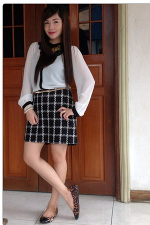 black f21 skirt - gold Parfois belt - white kashieca top - black f21 flats