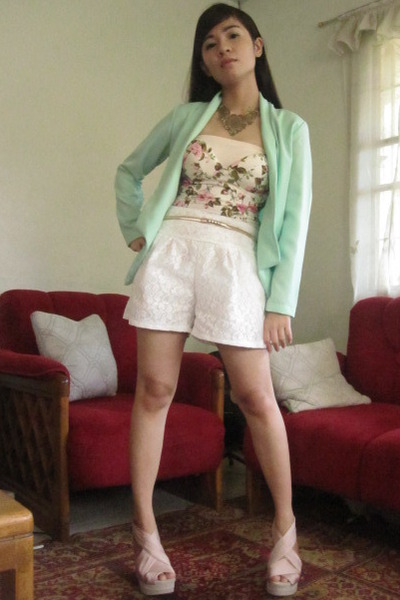 mint House of Eva blazer - white lace Beehive shorts