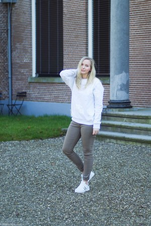 white H&M sweater - white Twinkeltje pants - dark khaki Twinkeltje sneakers