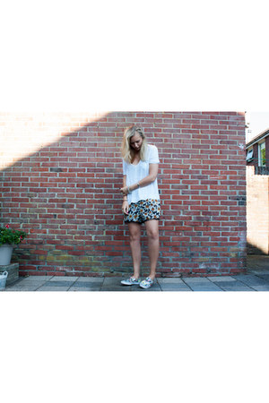 sneakers H&M shoes - shein shirt - lookbookstore shorts