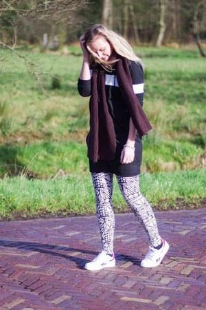white printed Lovelywholesale leggings - black dress Lovelywholesale sweater