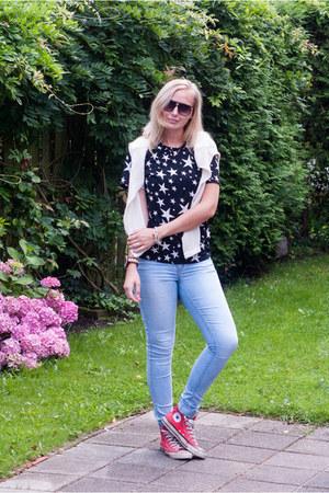 light blue Vila jeans - black Yesstyle shirt