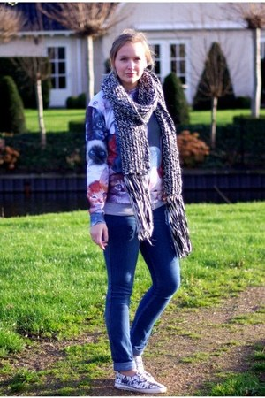 H&M jeans - Choies sweater - H&M scarf - H&M sneakers