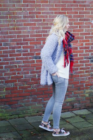 red tartan Front Row Shop scarf - heather gray fluffy Lovelywholesale coat