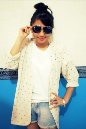 beige flowery blazer - acid wash shorts - earrings - glasses - bracelet - v-neck