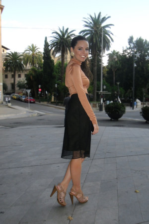 black ragazza skirt - nude Fridays Project heels - mustard H&M bodysuit