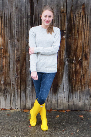 yellow Hunter boots - blue polka dot Gap jeans - heather gray JCrew sweater