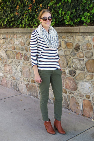 navy striped modcloth scarf - brown madewell boots - olive green JCrew pants