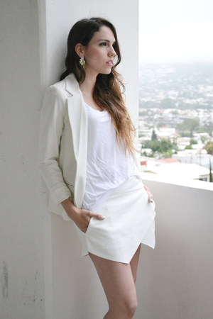 white Urban Outfitters jacket - white Zara shorts