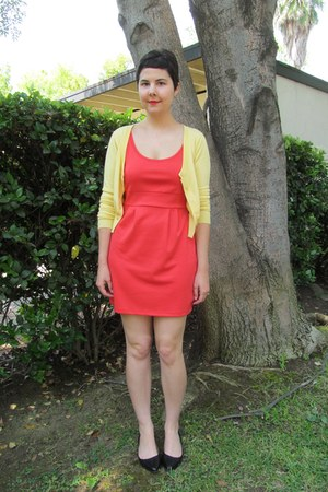 light yellow windsor sweater - salmon Forever 21 dress - black Aldo flats