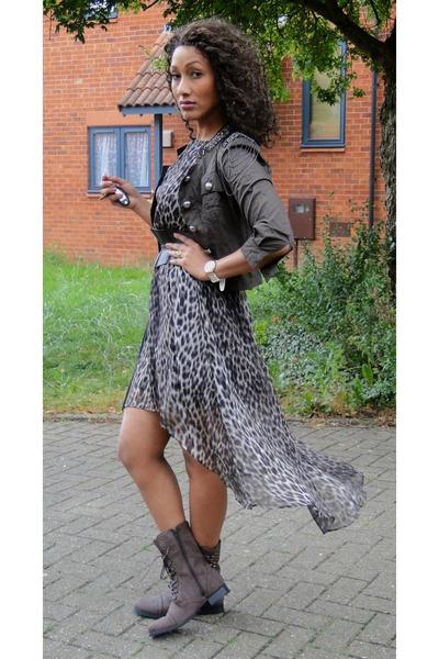 dark brown 2NU jacket - black 2NU dress