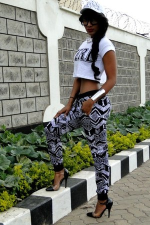 2NU pants - Primark t-shirt