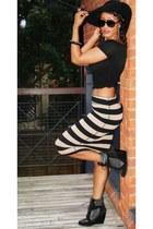 black 2NU top - tan 2NU skirt - heather gray River Island sneakers