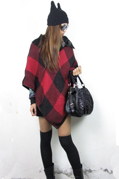 brick red grid knitting 2amstyles cape - black 2amstyles bag