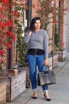 black suede Lola Cruz pumps - blue boyfriend Rich and Skinny jeans
