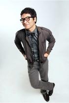 Ralph Lauren shirt - Fake Hermes pants - Rookie inside jacket - Lois belt - Para