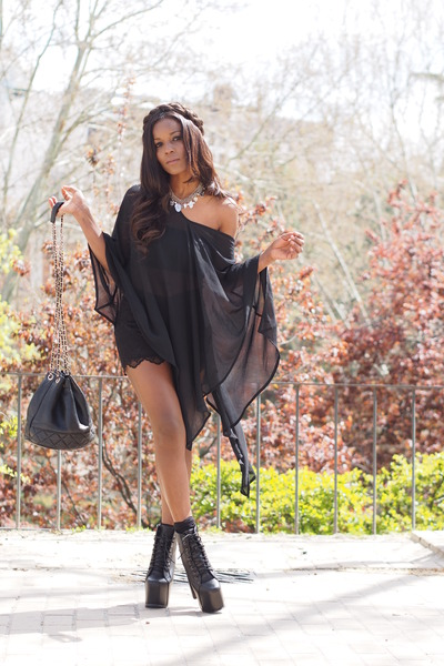 black fanalic boots - black Chanel bag - black H&M blouse