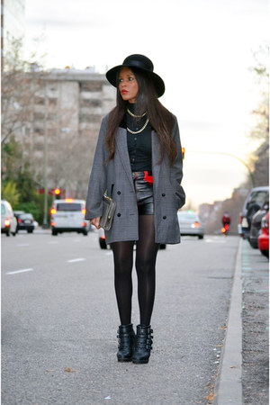 black vintage coat - black Primark boots - red vintage shorts - black H&M blouse