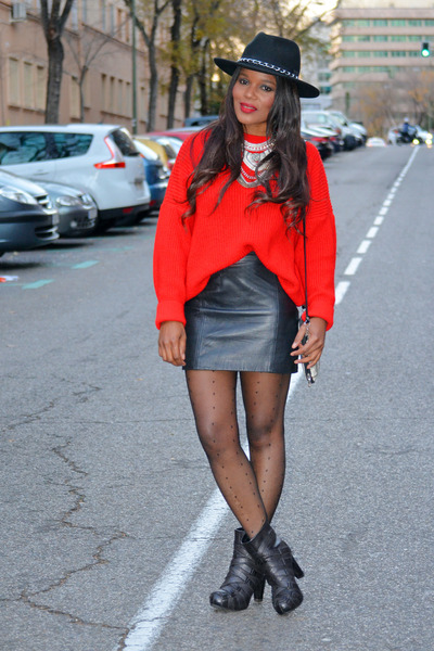 red united colors of benetton sweater - black Zara skirt
