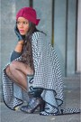 Black-fama-boots-black-mango-dress-black-chanel-bag-white-vintage-cape