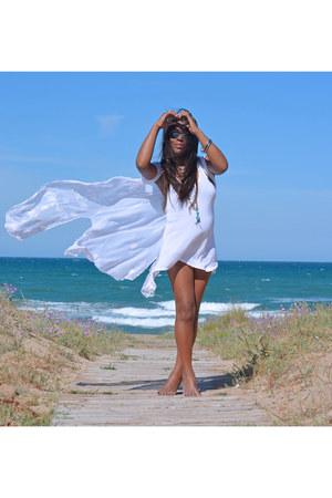 white H&M vest