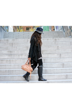 black Zara hat