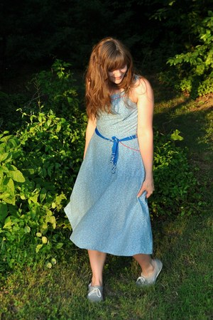 sky blue thrifted vintage dress - heather gray diy doodling Dirty Laundry shoes