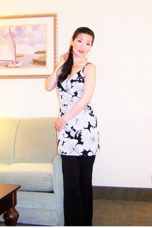 black Leggings pants - white Hyacinth dress