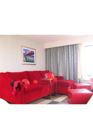 ruby red Hampton Inn accessories