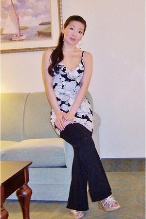 Aloha Hyacinth dress - diplomacy black and white leggings