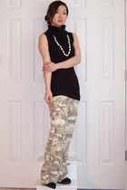 mustard Billabong pants - black Forever 21 top - beige Kaneohe Bay necklace