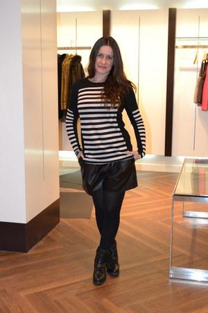 white Zara t-shirt - black Stradivarius boots - black Zara shorts