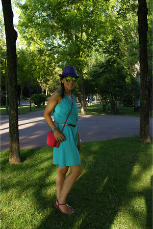 hot pink bag - purple hat - green sunglasses - hot pink sandals