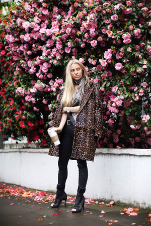 Diane Von Furstenberg coat - GINA TRICOT jeans - Michael Kors watch