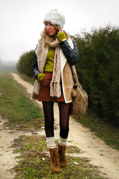 camel shearling look Marks&Spencer vest - tawny lace up Primark boots