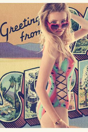 dos lunas Tavik swimwear - heart 80s Collection sunglasses