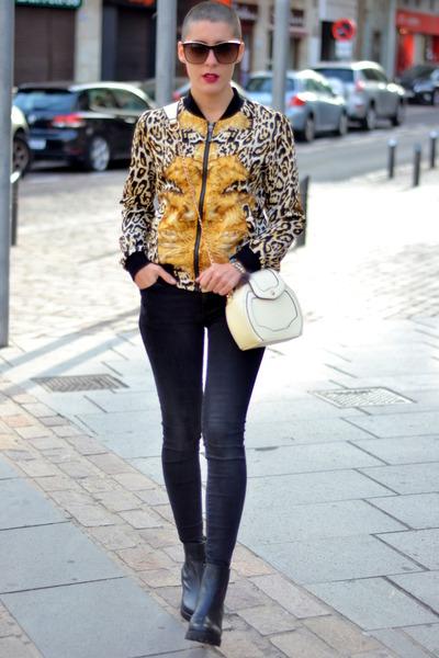 Teria Yabar jacket