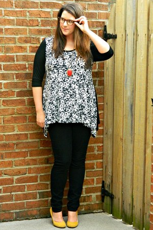Gwynnie Bee top - black Old Navy jeans - red Forever 21 necklace