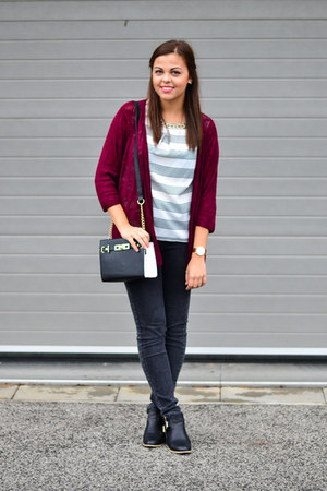 brick red Stradivarius sweater - black CCC boots - black Primark bag