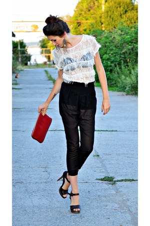 black Bershka leggings - off white Zara shirt - ruby red Bershka bag