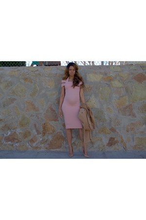 tan duster coat Missguided jacket - pink bodycon Boohoo dress