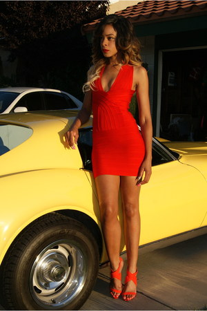red bandage Celeb boutique dress - red sandals Forever21 heels
