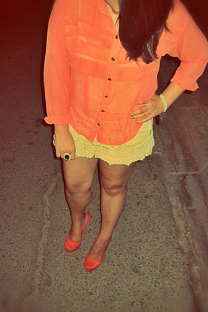 Forever 21 ring - lace Rose shorts - fall fashion Forever 21 blouse - pumps