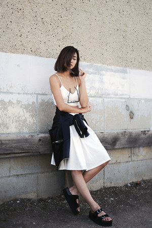 white dRa skirt - black Jeffrey Campbell sandals - gold Maria Black accessories