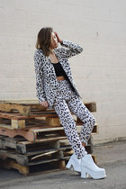 neutral leopard-print Joes Jeans jacket - white platform Oz boots