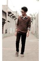 black jeans - brown sweater
