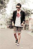 black FAMO jacket - white t-shirt - black sneakers