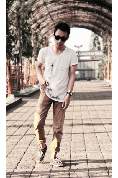 white t-shirt - dark khaki jeans