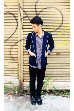 navy blazer - black jeans