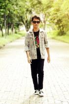 black t-shirt - black jeans - silver shirt